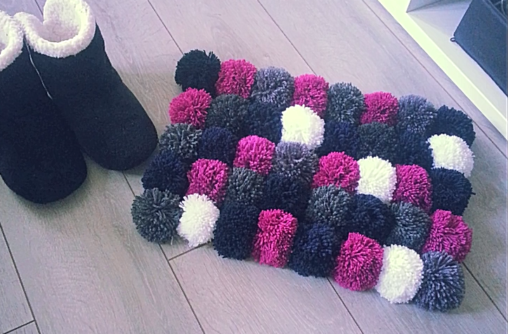 d coration tapis avec pompon 79 tapis avec des pompons en laine tapis avec cuisine. Black Bedroom Furniture Sets. Home Design Ideas